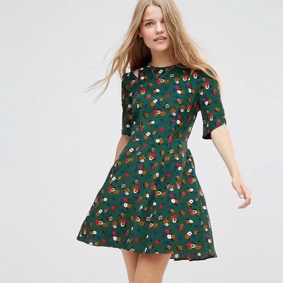 5ca24d6e8d87 ASOS Dresses   Skirts - ASOS 40s tea dress in ditsy floral print